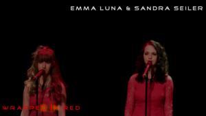 Wrapped in Red Emma och Sandra at Ljuva Toner Julkonsert 2016